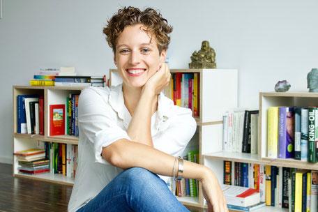 Dr. med. Janna Scharfenberg bietet das Ayurvedic Yoga-Teacher-Training an