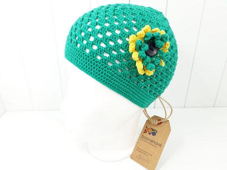 Sommerhäkelmütze Mädchen grün mit Blume von bosnanova