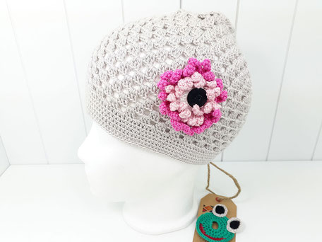 Häkelmütze grau silber von bosnanova mit Blume