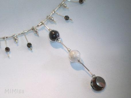 detalle-joya-artistica-mi-miga-collar-recuerd-memoria-plata-ley-perlas-cuentas-colgante-swarovski-perlas-cristal-pelo-animal-perro-luna