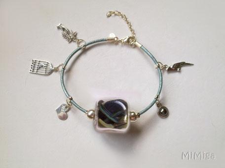 joya-artistica-mi-miga-joya-pulsera-cuero-plata-charms-plumas-cotorra-argentina-jerry-perla-cara-4