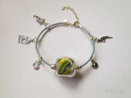 joya-artistica-mi-miga-joya-pulsera-cuero-plata-charms-plumas-cotorra-argentina-jerry-perla-cara-2
