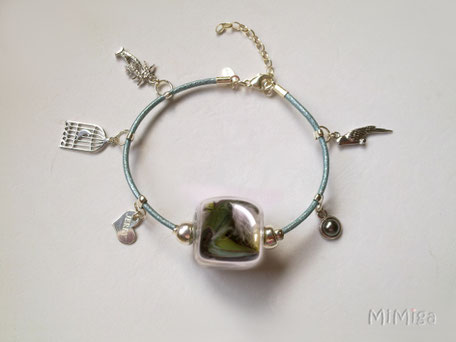 joya-artistica-mi-miga-joya-pulsera-cuero-plata-charms-plumas-cotorra-argentina-jerry-perla-cara-3