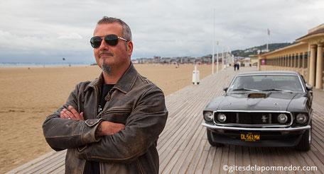 Location Ford Mustang pour une promenade-baptême en Normandie, planches de Deauville