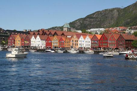 bunte Holzhäuser in Norwegen
