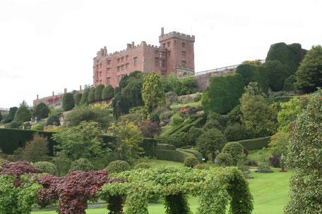 Blick von den Gärten auf das Powis Castle
