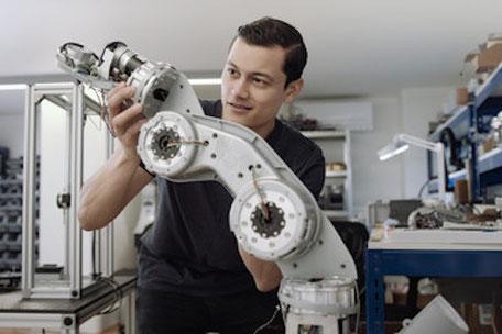 recrutement ingénieur cobotique - cobotique emploi - travailler dans la cobotique - travail dans la cobotique - ingénieur cobotique salaire - ingénieur dans la cobotique - ingénieur roboticien - devenir ingénieur cobotique - cursus ingénieur cobotique