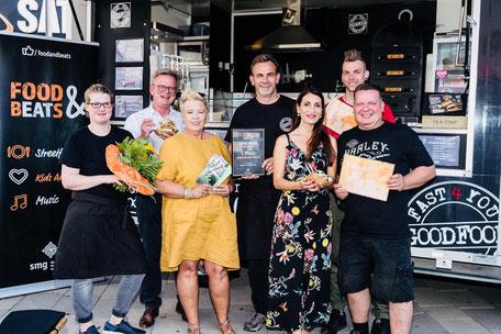 """Foto Urkundenübergabe Gewinner Streetfood Challenge, """"Festival Buer meets Food & Beats"""", Gelsenkirchen- Buer"""