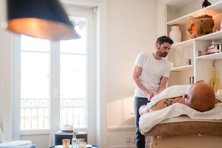 Homme qui se fait masser à Lyon par un homme
