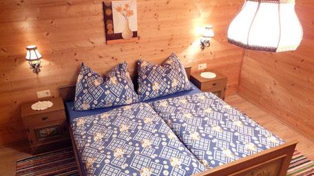 schlafzimmer hausstatt  unterkunft ferienzimmer ferienhaus weerberg urlaub tirol österreich ski wandern lift holiday sommer winter herbst