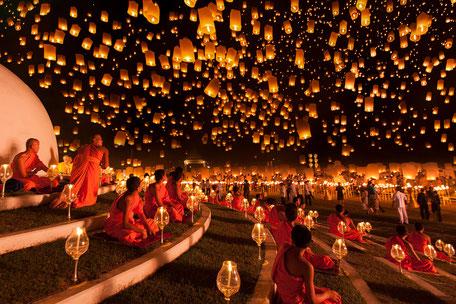 コムローイ祭りの様子 引用元:http://travelpress.jp/sky-lantern-festival-chiang-mai.html