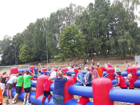 Menschenkicker Human Table Soccer Tischkicker Verleih Eventmodule Fußball Kicker mieten Hanau Wiesbaden Marburg