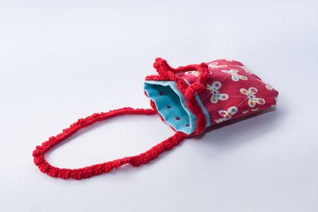 Sac range tétine papillons rouge avec anse crochetée façon japonais