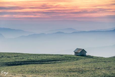 Cabine près d'Annecy au coucher du soleil - Golden Hour - Heure dorée