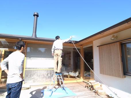 「兄の家」半年点検の画像:屋根の樋の排水点検