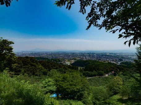 春日山の頂上から高田市街を見た画像