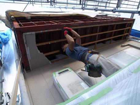 Y邸修繕工事 写真  / ベランダ軒天の解体の様子