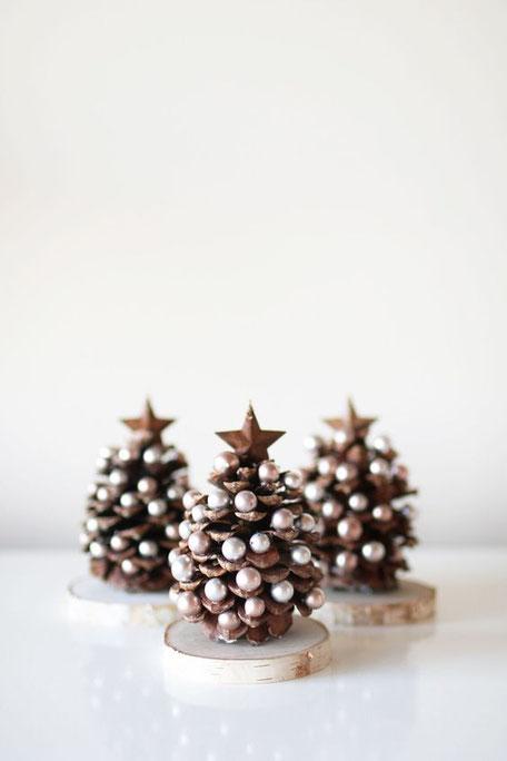 Pine cone Christmas tree DIY idea, image via karalayne