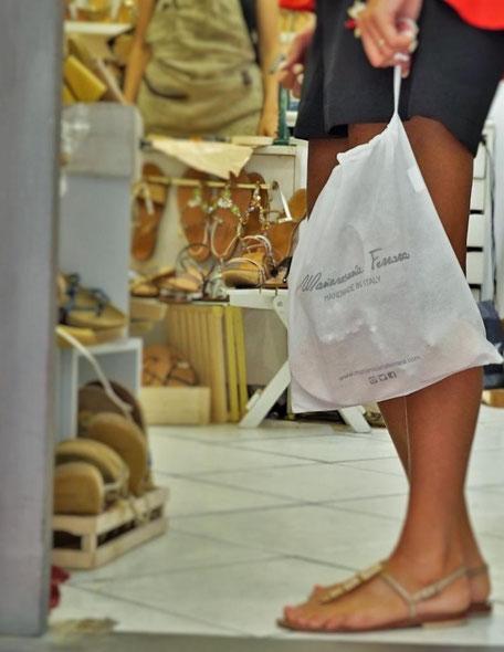 Negozio di Mariarosaria Ferrara, sandali fatti a mano ad ischia