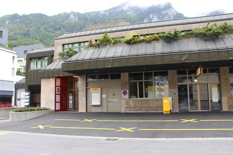 Eingang der Physiotherapie Glarus
