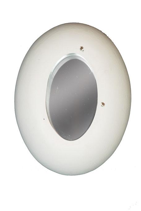 Espejo ovalado de color blanco