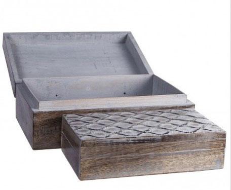 Caja rectangular con marquetería decapada de color marrón