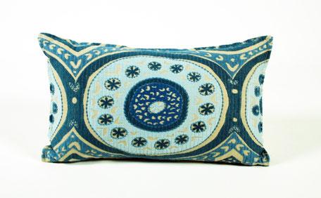 Cojín bordado azul índigo