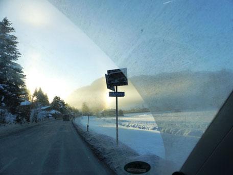Reichlich Schnee auf dem Weg mit dem VW Camper Richtung Kitzbühel