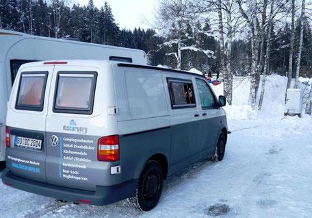 Notstellfläche auf dem Parkplatz wegen zuviel Schnee