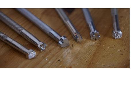 Lederverarbeitung mit dem Punzierwerkzeug