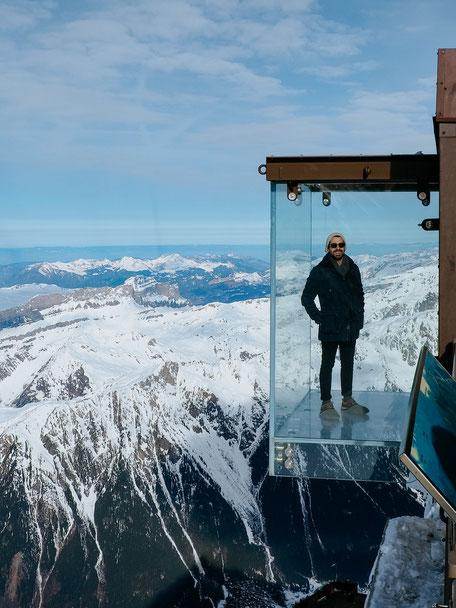 Step into the void, Pas dans le vide, Aiguille du Midi, Chamonix (French Alps, Alpes françaises)