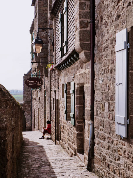 What a cute little street!