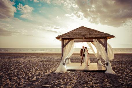 Trouwen op het strand van Wijk aan Zee, trouwlocatie SunSeaBar