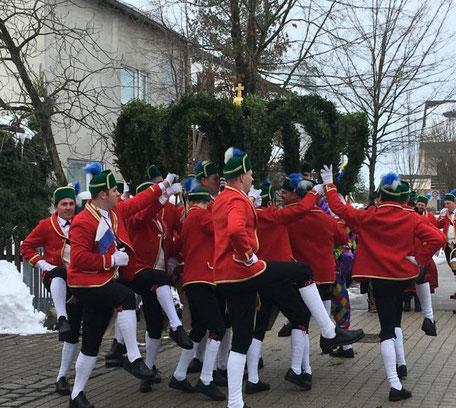 Schäffler Tanz Schäfflertanz Tradition traditionell Veranstaltung Feiern Bayern bayrisch gesellig rot Event Pest Vertreibung