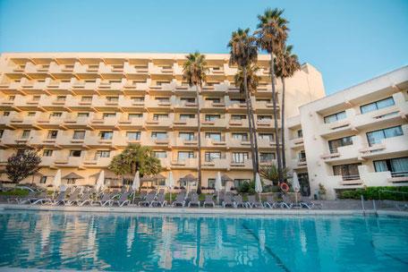 Hotel Royal Al-Andalus en Torremolinos se encuentra a solo 500 metros de la Playa dispone de una gran Piscina y Habitaciones amplias