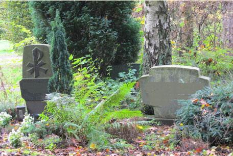 Friedhof Kultur Begräbnis Trauer sterben Tod ewiges Leben Grabstein Alpha Omega Wiedergeburt PX Rad des Lebens