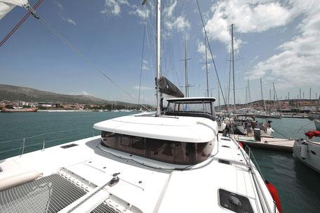 Marina Trogir Kroatien, Katamaran Lagoon 42, Katamaran Yachtcharter, Katamaran Yachtchartern, Katamaran Mieten, Katamaran Charter, Katamaran Chartern, Katamaran Vordeck, Katamaran Segelurlaub