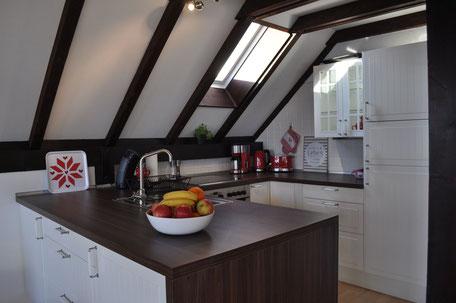 Großzügige offene Küche im Erdgeschoss mit allem was das Herz begehrt