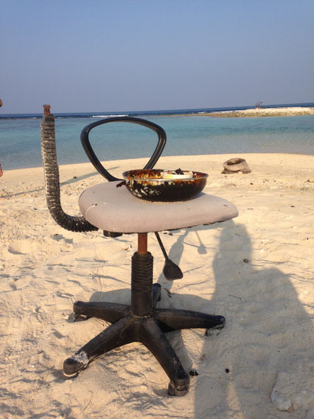 Best way to relax - foundings on the beach - Mahibahdoo - Maldives - travelbees - blog