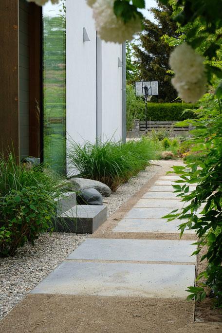 dieartigeGARDEN - der Weg zum Haus / garden path / away to the house