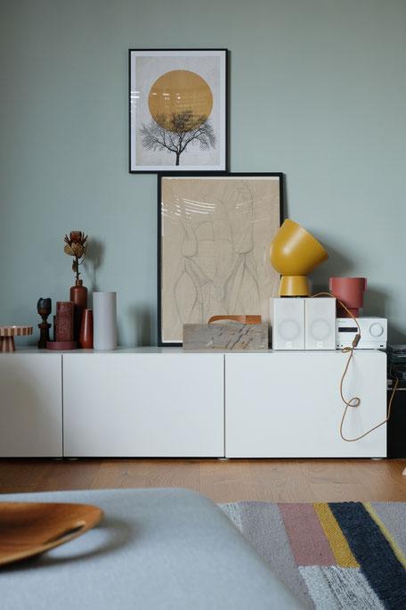 ieartige // Design Studio - BLOG - #Wohnzimmer, # Trend 2019/2020 ,#Sideboarddecor in Rost, Senfgelb, Siena und Paprika-Tönen