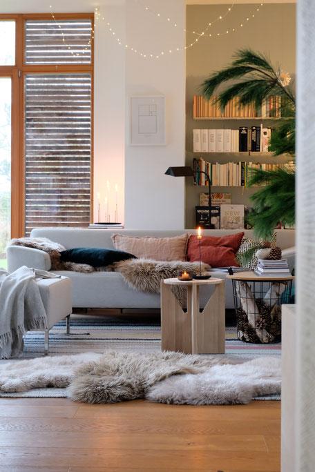 dieartigeBLOG // Wohnzimmer, Sofaecke im Winter - Sofa Freistil, Beistelltisch Kristina Dam Studio, Kissen: Depot, HM Home
