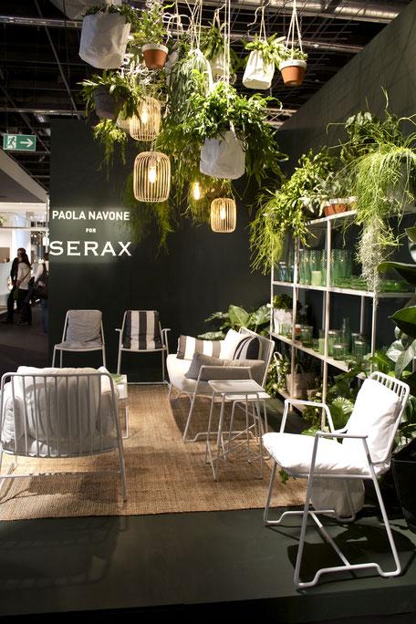 dieartigeBLOG - IMM Cologne 2017 | Serax | Hängegarten + Hängepflanzen mit weißen Sitzmöbeln