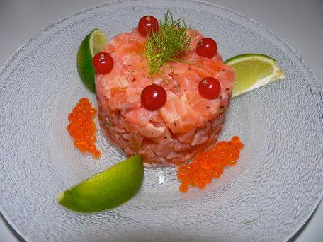 Tartare de saumon & ses œufs, groseille & citron vert, Chef à domicile, chef à la maison, chef à domicile Grasse, Cours de cuisine à domicile, cours de cuisine Grasse, Chef Tristan Pontoizeau
