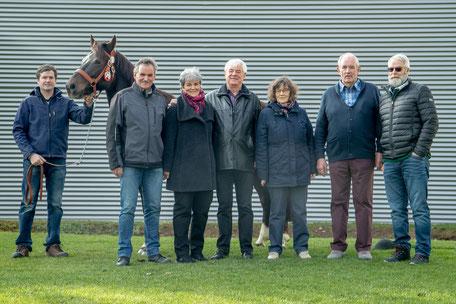 v.l. Züchter Philipp Schmid mit der Spenderfamilie Edi, Judith, Manfred, Elsbeth, Albert und Marcel (alle geborene Schmid's)