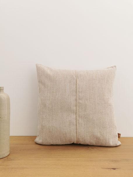 coussin made in Belgium beige texture