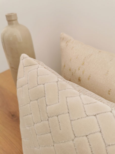 coussin made in Belgium velours beige texture doux