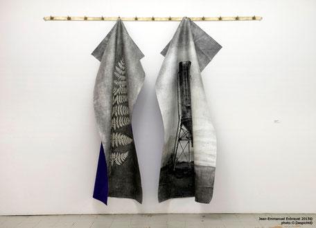 Les bons sentiments  2013  encaustique et peinture acrylique sur skaï, crochets de boucherie - 260x220cm