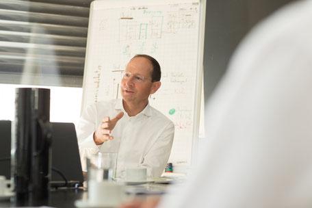 Ralf F. Bode erläutert das Tool CO2RE |  © agradblue