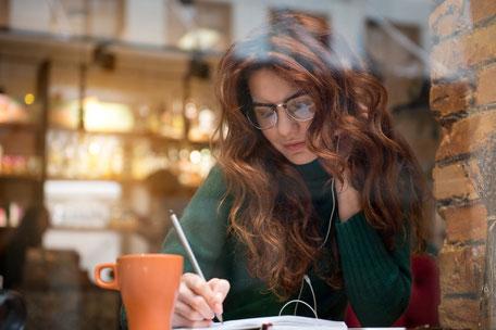 Halte deine Aufgaben schriftlich fest und priorisiere sie